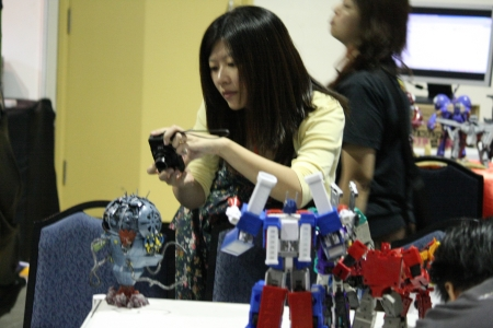 Even the girls diggin Transformers